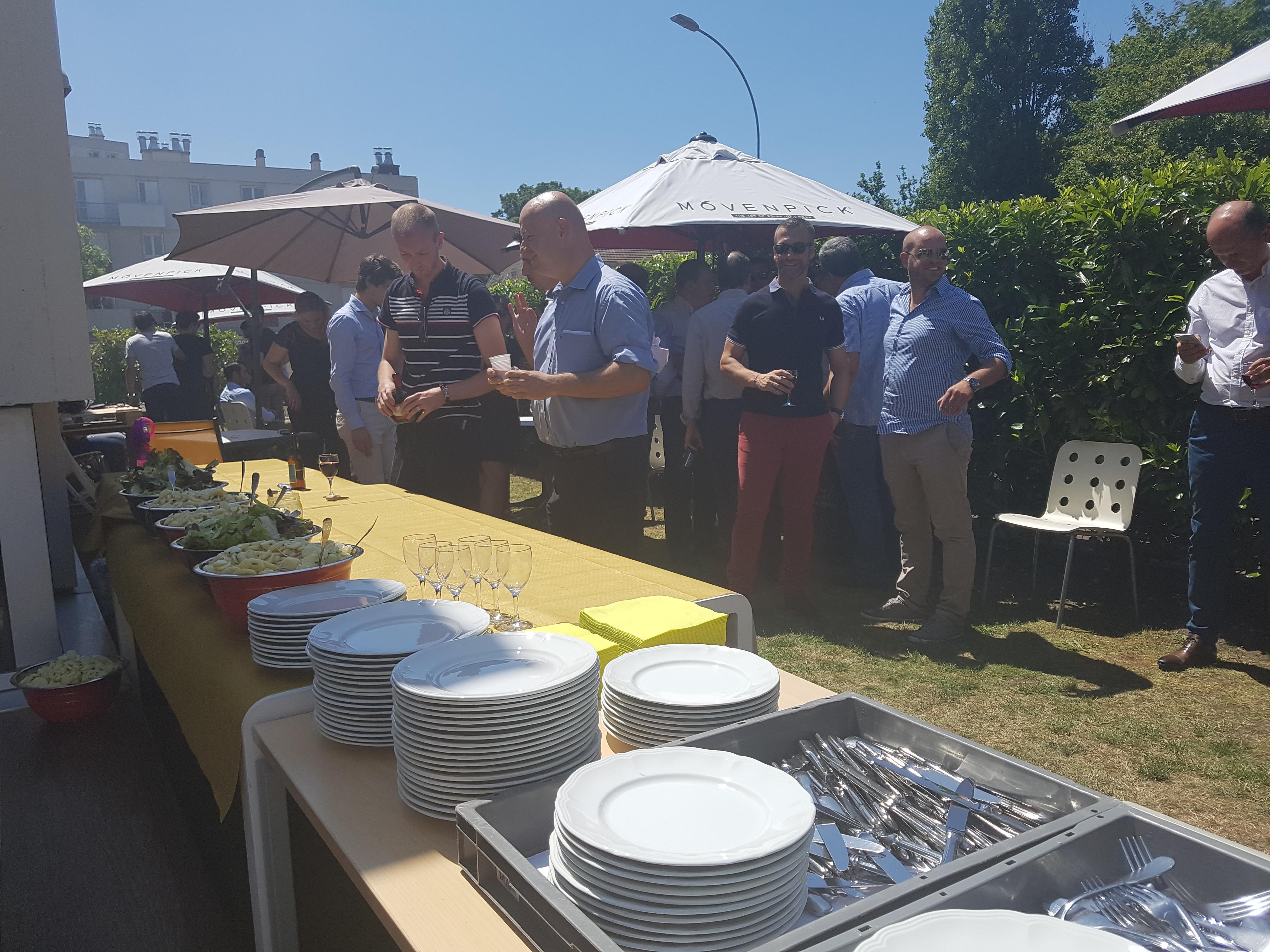 Repas estival et convivial pour les 90 collaborateurs du for Repas simple et convivial